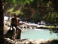 Бассеин в альплагере Дугоба, наполняемый из бушующей рядом реки.