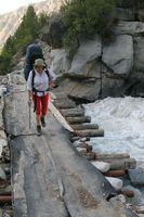 Мост через реку Дугоба выше альплагеря.