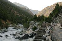 Долина реки Дугоба в окрестностях альплагеря.