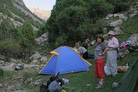 Долина реки Дугоба. Наш первый лагерь, который пришлось разбить почти прямо на тропе.
