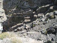 Спуск по проволоке в каньон Акташа.