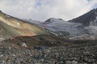 Путь подъёма на перевал Акташ от лагеря.
