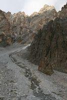 Беспокойный ручей около лагеря под перевалом Акташ.
