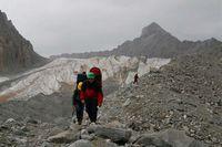 Ледник Дугоба. Обход ледопада по морене.