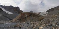 Язык ледника Дугоба и исток реки Дугоба Южная.