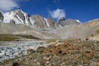 Долина реки Арчаканыш. Путь подъёма на морену ледника Егорова.