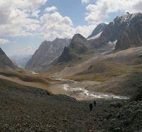 Долина реки Арчаканыш. Подъём на морену ледника Егорова.