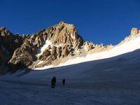 Ищем место для лагеря на леднике Дальний.