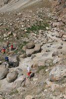 Переправа по камням через безымянный левый приток реки Кек-Суу.