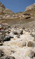 Переправа через безымянный левый приток реки Кек-Суу на обратном пути. Воды в речке заметно прибавилось.
