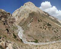 Устье реки Караказык Южный. Река на выходе из каньона.