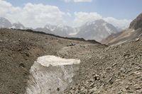 Лагерь на дороге под перевалом Караказык.