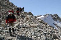 Перевал Караказык. Начало спуска с седловины перевала.