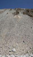 Перевал Караказык. Вид снизу на путь спуска с плато по осыпи. И где тут могла быть дорога?