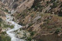 Дорога исчезает в самой узкой части канона реки Арча-баши.