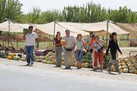 Путешествие по Узбекистану. Покупаем дыни и арбузы в Чизаке по дороге из Ташкента в Самарканд.