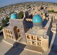 Путешествие по Узбекистану. Бухара. Вид с минарета Калян на медресе Мир-и Араб.