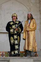 Путешествие по Узбекистану. Бухара. Крепость Арк - резиденция бухарского эмира. Опять развлекаемся-переодеваемся: Галя - бухарский эмир, Анна - его жена :)
